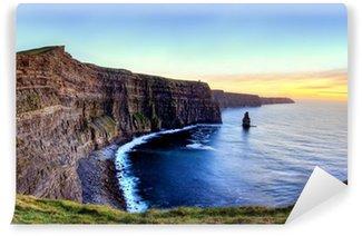 Vinylová Fototapeta Panoramatický výhled na útesy Moher při západu slunce v Irsku.