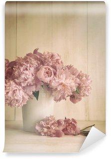 Fototapeta Vinylowa Piwonia kwiaty w wazonie z klasycznych kolorach