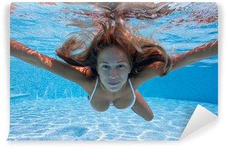 Vinylová Fototapeta Podvodní portrét ženy s bílých bikinách v bazénu.