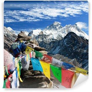 Vinylová Fototapeta Pohled na Everest z Gokyo ri s modlitební praporky - Nepál