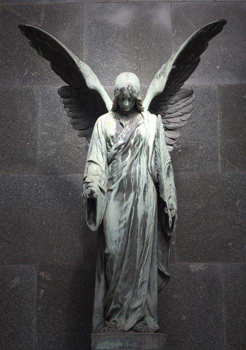 Fototapeta Vinylowa Pomnik starego anioła na cmentarzu w Warszawie - Budynki użyteczności publicznej