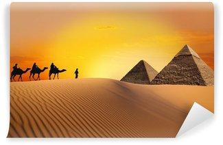 Vinylová Fototapeta Pyramid, velbloud a západ slunce