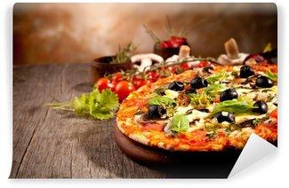 Fototapeta Winylowa Pyszne świeże pizzy podawane na drewnianym stole