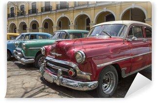 Vinylová Fototapeta Řada starých amerických automobilů z 50. let v Havaně na Kubě