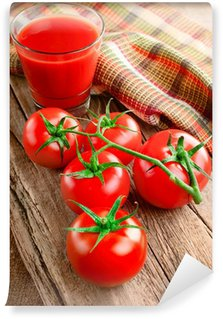 Vinylová Fototapeta Rajčatová šťáva ve skle a čerstvými rajčaty