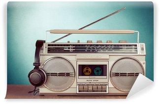 Vinylová Fototapeta Retro Kazeta ghetto blaster a telefon na stole