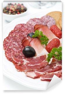 Vinylová Fototapeta Rozmanité deli maso na talíři, detailní