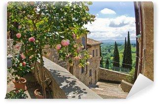 Vinylová Fototapeta Růže na balkon, panoráma města San Gimignano, Tuscany landscape