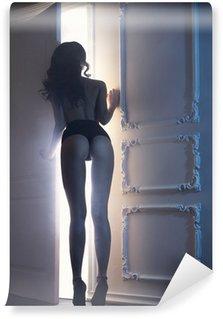 Vinylová Fototapeta Sensual dáma v klasickém interiéru
