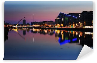 Vinylová Fototapeta Severním břehu řeky Liffey v Dublinu City Center v noci