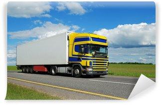 Vinylová Fototapeta Single vozík s modro-žlutá kabina pohybující se na dálnici.