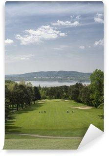 Vinylová Fototapeta Sjezdové hole s krásným výhledem nad golfovým hřištěm