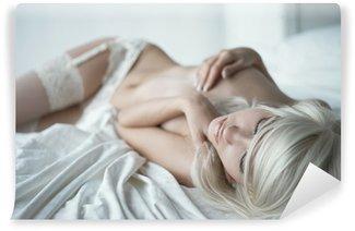Vinylová Fototapeta Smyslná žena v posteli