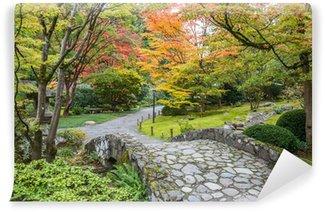 Fototapeta Winylowa Spadek liści japoński ogród kamienny most