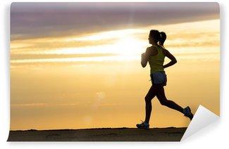 Vinylová Fototapeta Sportovec běží při západu slunce na pláži