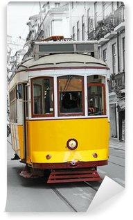 Vinylová Fototapeta Staré žlutá tramvaj v Lisabonu