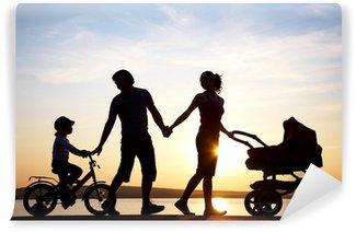 Vinylová Fototapeta Šťastná rodina chůzi na západ slunce
