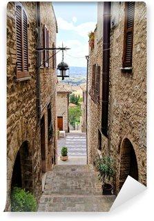 Vinylová Fototapeta Středověké vstoupil ulice v italském horském městě Assisi