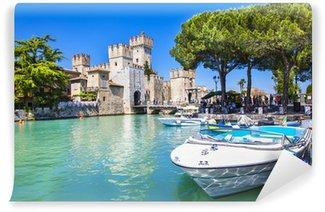 Vinylová Fototapeta Středověký hrad v Sirmione u jezera Lago di Garda