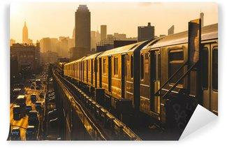 Vinylová Fototapeta Subway Train v New Yorku při západu slunce