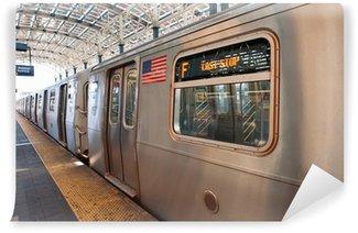Vinylová Fototapeta Subway vlak na konci běhu v Coney Island, NY
