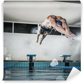 Vinylová Fototapeta Svalnatý plavec skákat od startovního bloku