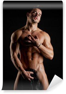 Vinylová Fototapeta Svalová mladý sexy nahý muž zabalený do hedvábné tkaniny