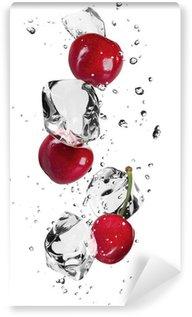 Fototapeta Vinylowa Świeże wiśnie z kostek lodu, samodzielnie na białym tle