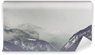 Vinylová Fototapeta Temné mraky tyčící se nad horou