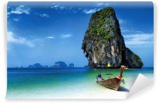 Vinylová Fototapeta Thajsko pláž tropickém ostrově. Cestování lodí na moři v létě