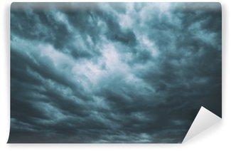 Vinylová Fototapeta Tmavě tyrkysově modré nebezpečné bouřlivé zatažené obloze na pozadí.