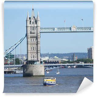Vinylová Fototapeta Tower bridge a turistické lodě