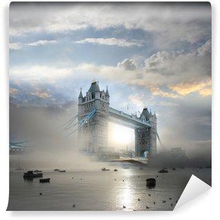 Vinylová Fototapeta Tower Bridge s mlhou v Londýně, Anglie
