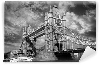 Vinylová Fototapeta Tower Bridge v černé a bílé stylu v Londýně, Velké Británii