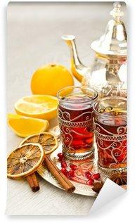 Vinylová Fototapeta Tradiční arabský čaj s kovovým konvice a brýle vertikální