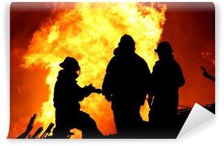 Vinylová Fototapeta Tři hasiči a obrovské plameny