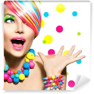 Fototapeta Vinylowa Uroda Portret z kolorowym makijażem Manicure i fryzura