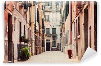 Vinylová Fototapeta Úzká, stará ulice v Benátkách, Itálie