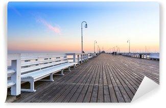 Vinylová Fototapeta Východ slunce na dřevěném molu v Sopotech přes Baltské moře, Polsko