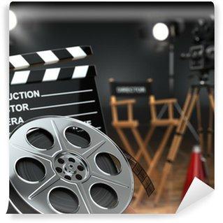Fototapeta Winylowa Wideo, film, koncepcja kina. Aparat retro, kołowrotki, Klaps