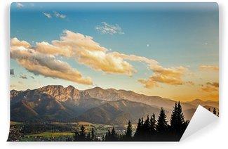 Fototapeta Vinylowa Widok na panoramę Tatr o zachodzie słońca, w Polsce.