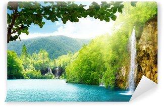 Fototapeta Vinylowa Wodospad w głębokim lesie