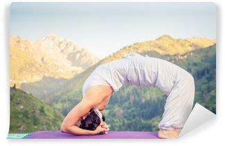 Vinylová Fototapeta Žena dělá jógu na hoře