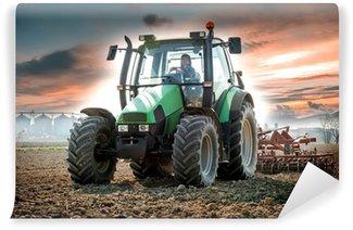 Vinylová Fototapeta Žena s traktorem