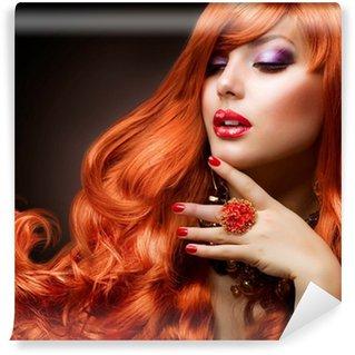 Vinylová Fototapeta Zvlněný rudé vlasy. Módní dívka portrét