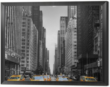 Framed Canvas Avenue avec des taxis à New York.