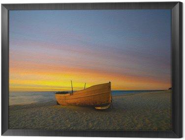 Framed Canvas Pomarańczowa łódź rybacka na plaży o zachodzie słońca