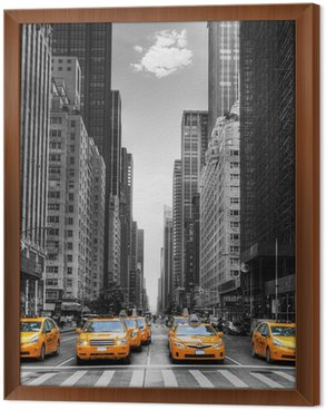 Gerahmtes Leinwandbild Avenue mit Taxis in New York.