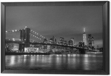 Gerahmtes Leinwandbild Brooklyn-Brücke in der Abenddämmerung, New York City.