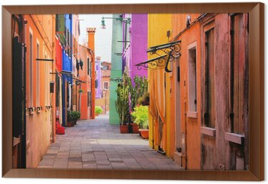 Gerahmtes Leinwandbild Bunte Straße in Burano, in der Nähe von Venedig, Italien